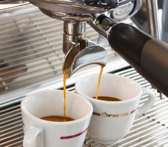 may-pha-cafe-Faema-semi-auto-3