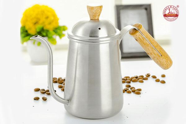 Ấm cà phê thép không gỉ tay cầm bằng gỗ 650 ML