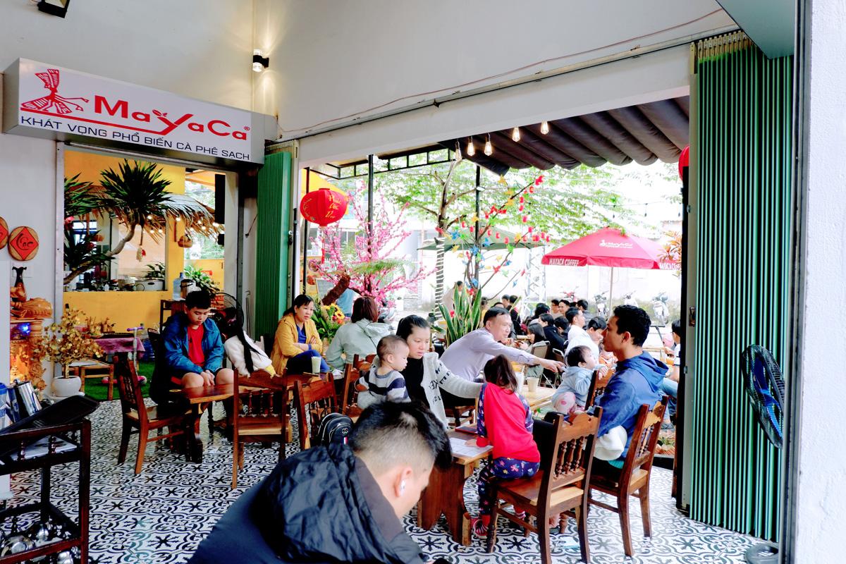 Quan-Cafe-143-Ly-Nhan-Tong-Setup-Boi-Mayaca-Team 5