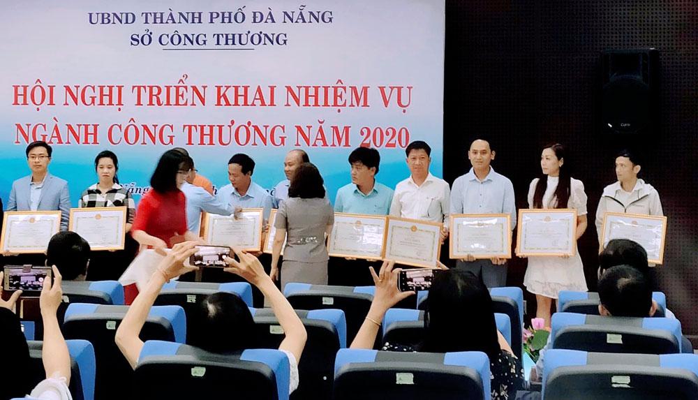 mayaca-nhan-bang-khen-cua-so-cong-thuong-da-nang-2020