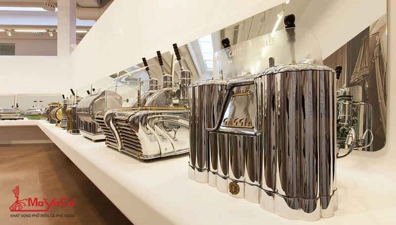 may-espresso-va-don-bay-lever-driven-cua-giovanni-achille-gaggia