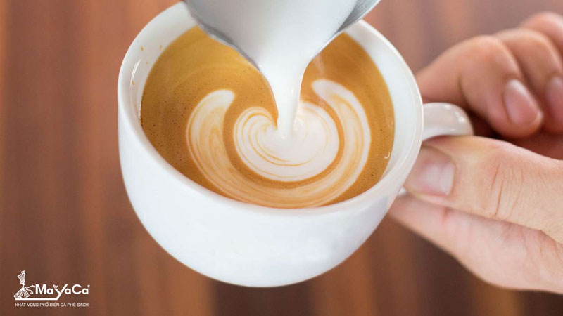 huong-dan-cach-pha-latte-ngon-dung-dieu-mayaca