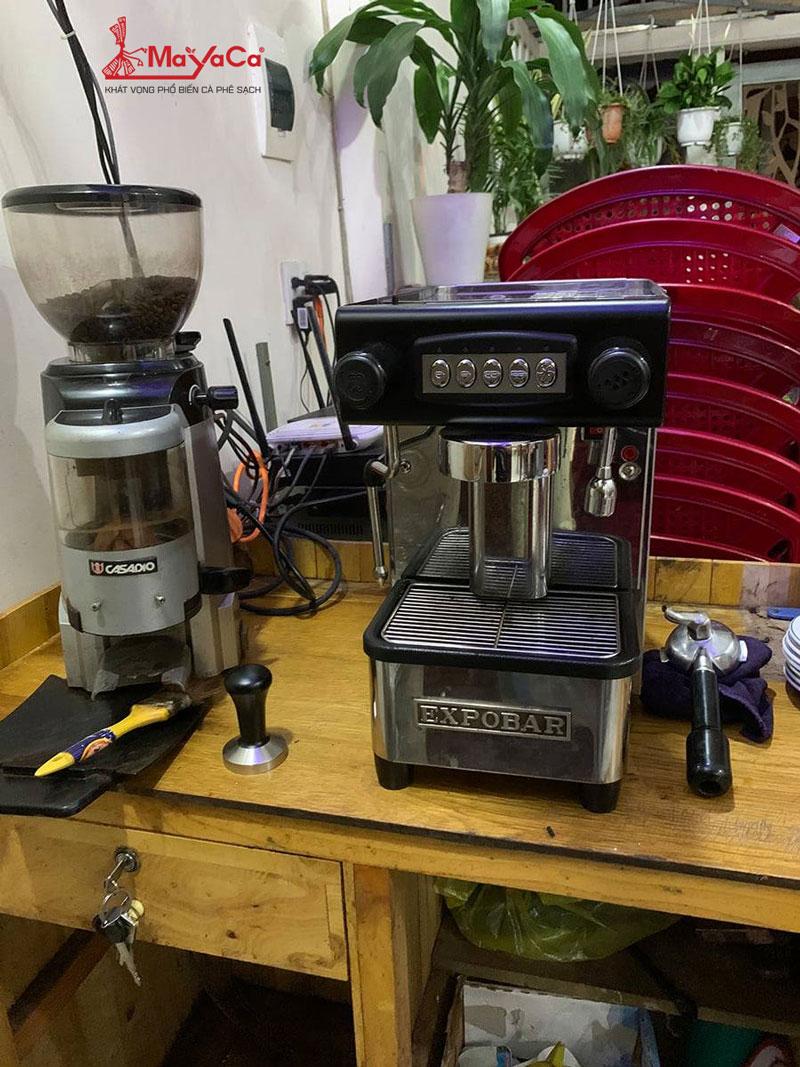 sua-may-pha-cafe-expobar-1gr-loi-khong-ra-nuoc-va-chay-nuoc-mayacacoffee-1