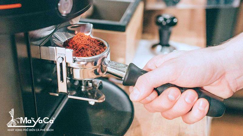 xay-min-cafe-rat-quan-trong-de-co-mot-ly-latte-ngon-dung-dieu-mayaca