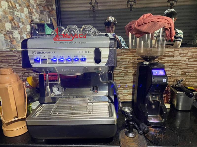 hinh-anh-sua-chua-may-cafe-casadio-expobar-wega-mayacacoffee