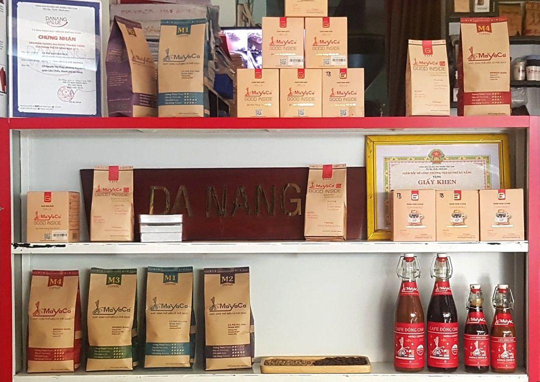 Quầy trưng bày sản phẩm cafe pha phin Mayaca